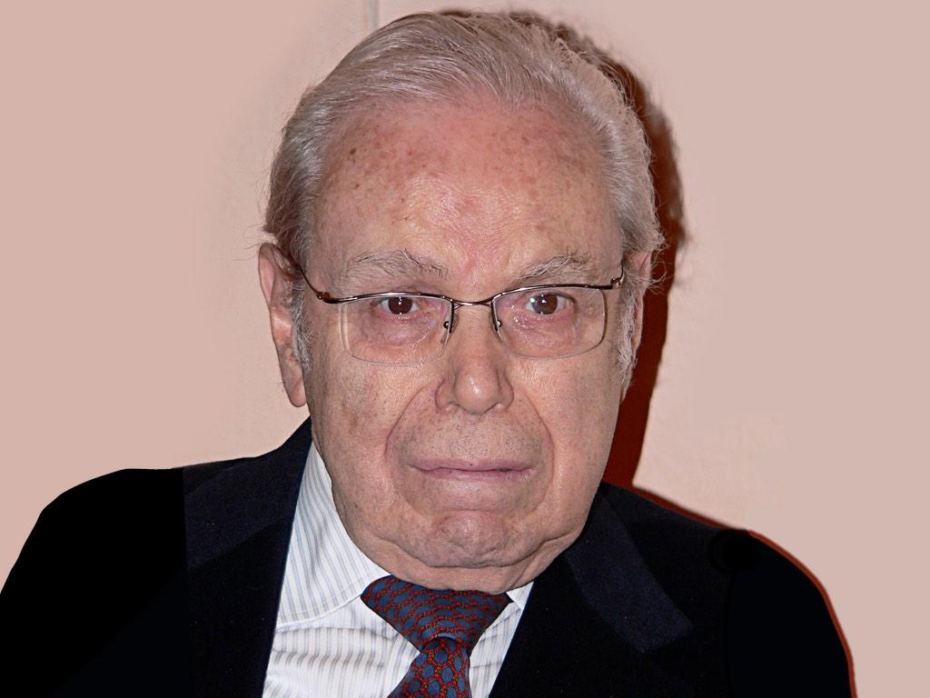 . Javier Pérez de Cuéllar .