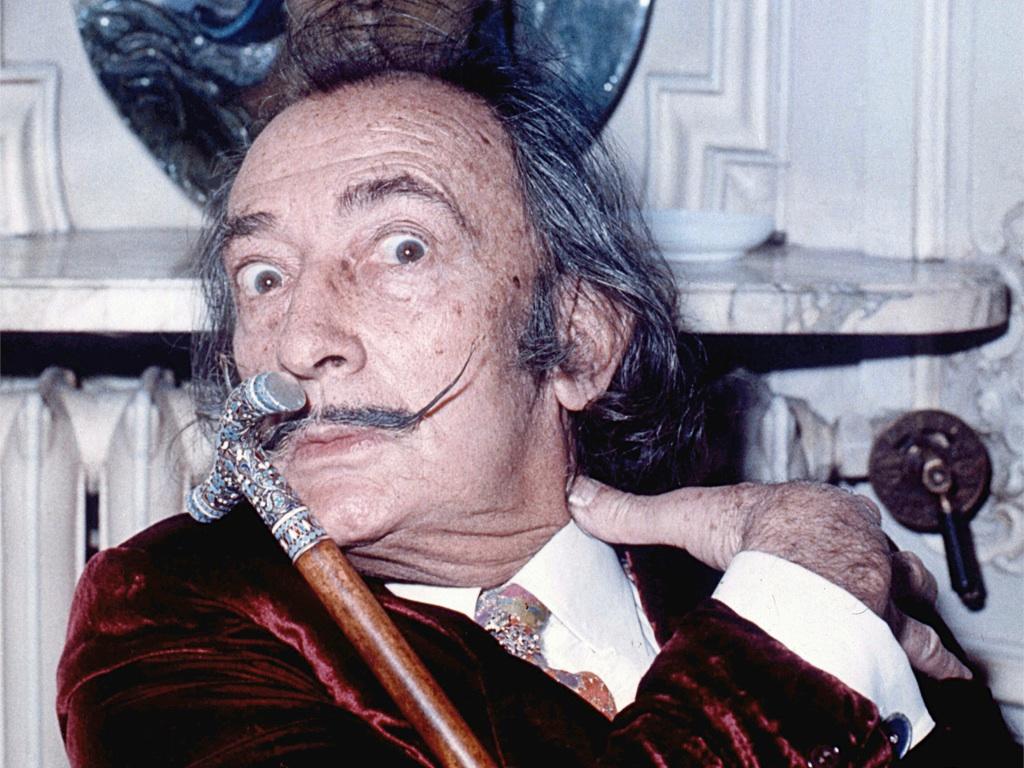 . Salvador Dalí .