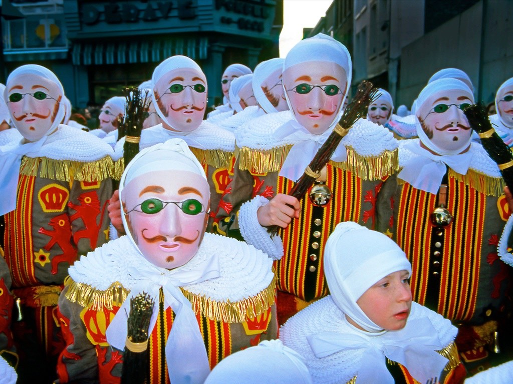 . Carnaval de Binche .