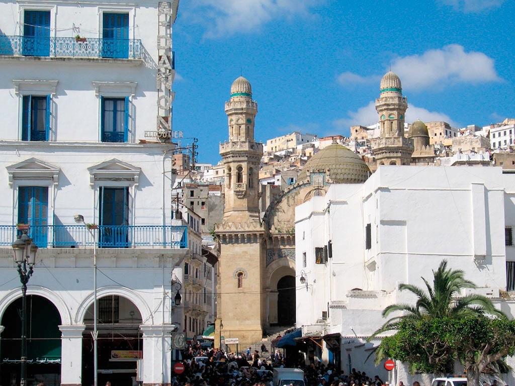 . La Ville d'Alger (mosquées, casbahs) .